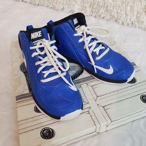 LIKE NEW! Nike Boy's TeamHustleD7 Basketball shoes